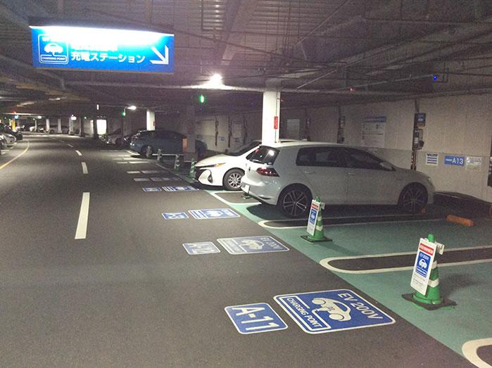 草津イオン立体駐車場4階普通充電スタンド