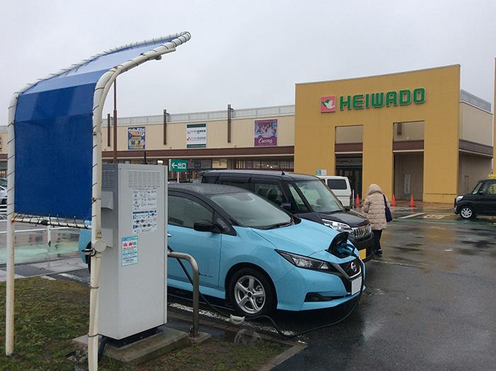 平和堂安曇川店駐車場の急速充電スタンド